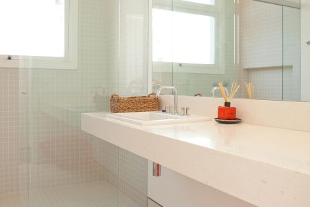 ilive039-051_cropped-bathroom.jpg